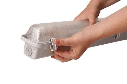 Plafoniere Per Ambienti Umidi : Plafoniera per ambienti umidi tubi a led da 120 cm